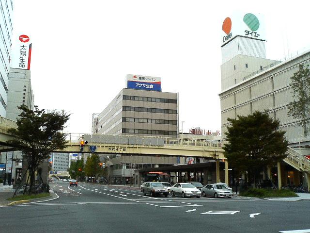 萬代橋(万代橋)の万代シテイ側のたもとから新潟駅方面を…