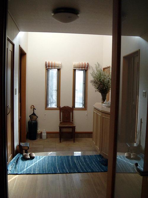 ホールから玄関